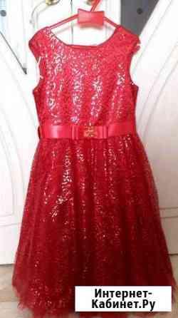 Платье б/у в отличном состоянии.рост 140 Магадан