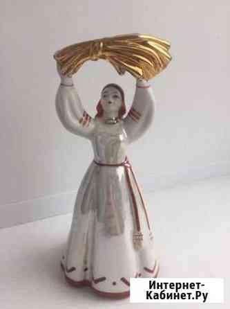 Статуэтка Девушка со снопом Дулево 1963 г Кострома