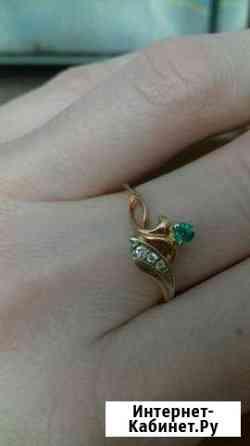 Кольцо золотое с изумрудом и бриллиантами Кострома