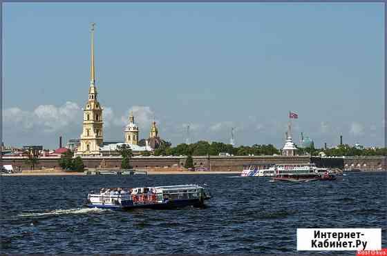 По водной глади Санкт-Петербург