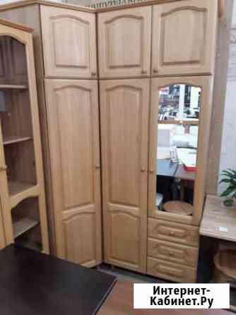Шкаф деревянный, комод, кровать, стулья Владивосток