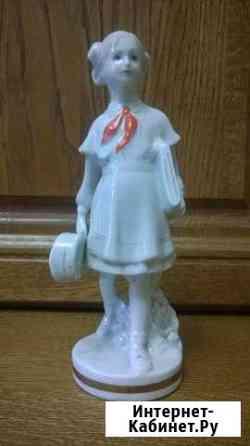 Фарфоровая статуэтка «Юная скрипачка-пионерка» Барнаул