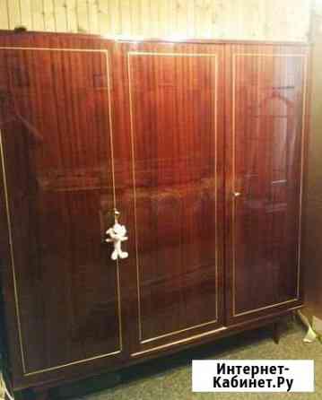 Мебель спальня кровать+трюмо+2 тумбочки+шкаф бу Обнинск