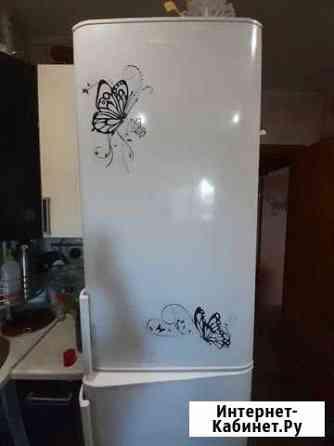 Холодильник под ремонт (морозилка не работает) Воткинск