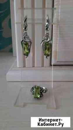 Серебряные серьги кольцо с хризолитом Владимир