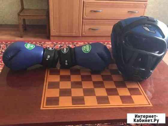Продам перчатки и шлем Керчь