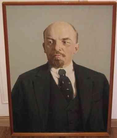 Портрет В. И. Ленин, в раме, на двп, масло, штамп Москва