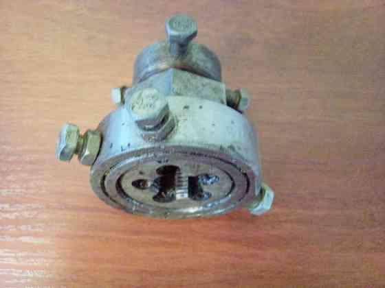 Плашкодержатель универсальный, под ключ. СССР Самара