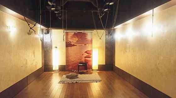 Зал для йоги в гамаках Москва